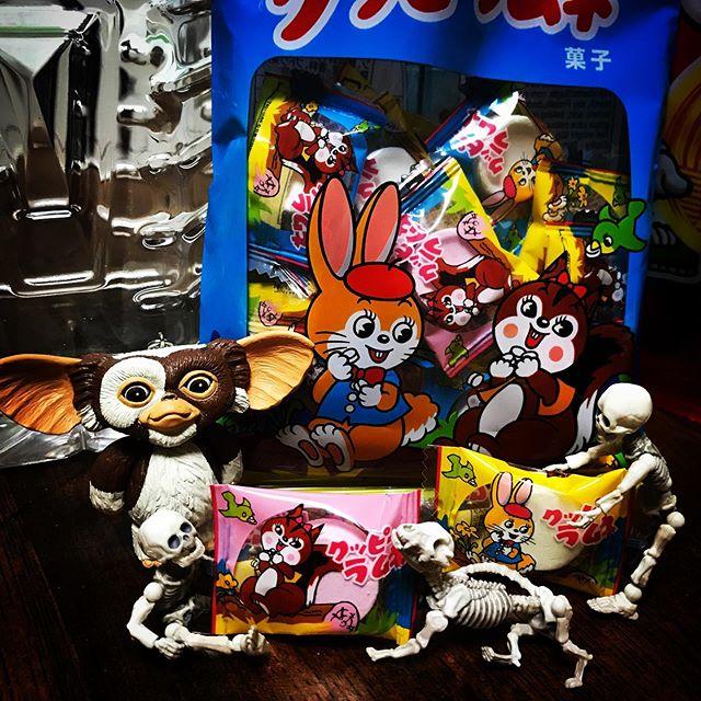 今日のおやつ☠️ #Gizmo #Mogwai #Gremlins #poseskeleton #skeleton #ギズモ #モグワイ #グレムリン #謎生物 #ポーズスケルトン #リーメント #クッピーラムネ