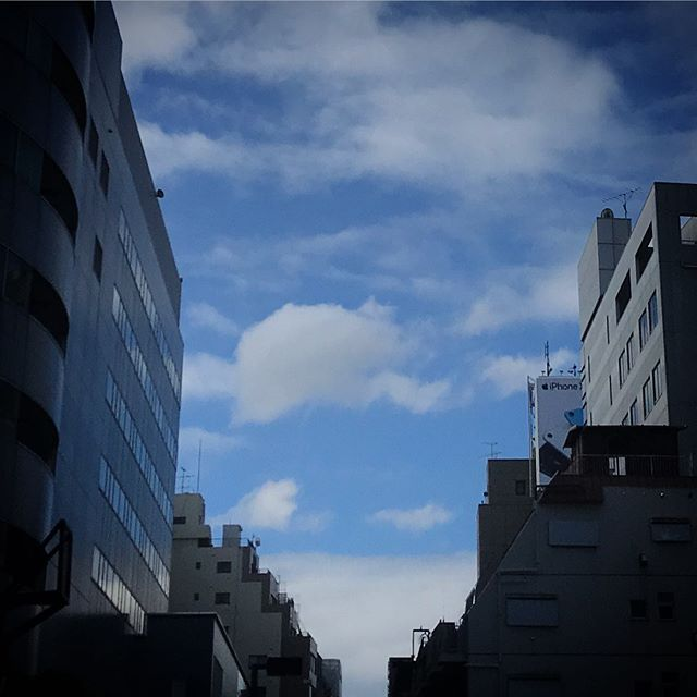 今朝は青空が見えたのに️️️雲行きが怪しくなって来たな️️ #sky #clouds #shinjuku  #tokyo #空 #雲 #ソラ