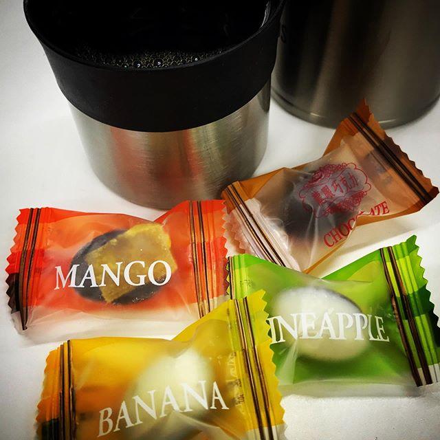おやつタイム️台湾のお土産もらったよ。なんだろこの微妙な味わい🧐 #coffee #chocolate #taiwan