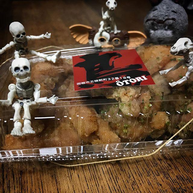 唐揚げじゃないよザンギDEATH!☠️☠️ #Gizmo #Mogwai #Gremlins #poseskeleton #skeleton #skeletondog #skeletoncat #usaji  #ギズモ #モグワイ #グレムリン #謎生物 #ポーズスケルトン #リーメント #うさじい #北海道物産展 #函館