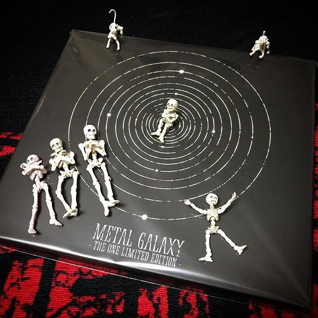🏻🦊☠️届いた〜!たかなる〜めちゃ楽しみDEATH!☠️ @babymetal_official #babymetal  #metalgalaxy #theone #poseskeleton #skeleton #skeletondog #skeletoncat  #cafelatte #homecafe #ポーズスケルトン #リーメント