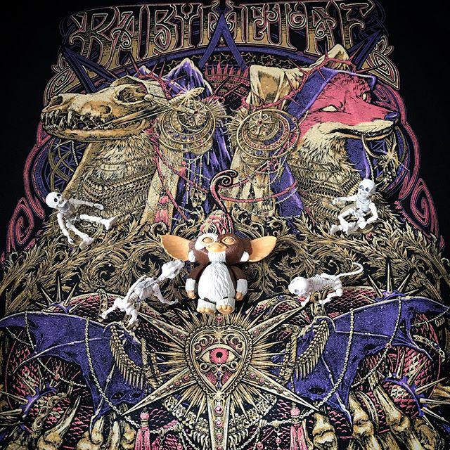 🏻🦊☠️SU-METALの声は合法ドラッグ日本の宝DEATH!☠️Shanti脳天直撃🤪スタライとシャインで心洗われた!🏻🏻🏻今回は土日別方向から観られて良かった。🌬熱風も感じられたBMTHも予想以上に凄く良かった!!!映像がエグかった(良い意味で)🧑🏻おシャンティTが売切れで買えなかった〜残念 @babymetal_official @bringmethehorizon #babymetal #metalgalaxy #metalgalaxytour #bringmethehorizon #saitamasuperarena #ssa #Gizmo #Mogwai #Gremlins #poseskeleton #skeleton #skeletondog #skeletoncat #ギズモ #モグワイ #グレムリン #謎生物 #ポーズスケルトン #リーメント
