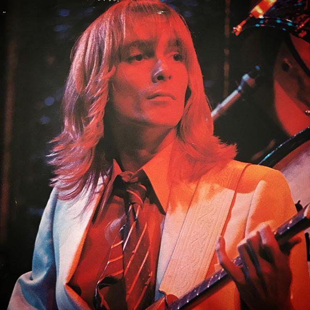 ネクタイも良いよね〜ギターを弾く指まで美しい🥰 #RobinZander #CheapTrick #1980s