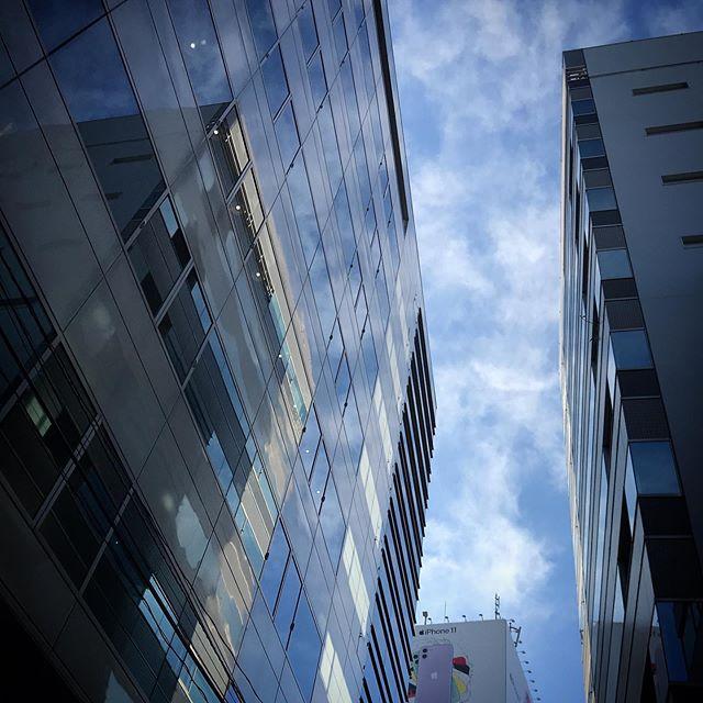 ️🌥️ #reflection #sky #clouds #shinjuku #tokyo #空 #雲 #ソラ #けさそら #ケサソラ
