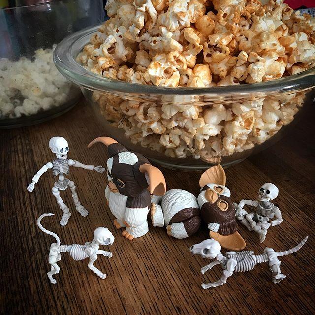ゆ〜たいりだつ〜 #タッチ #幽体離脱 #Gizmo #Mogwai #Gremlins #poseskeleton #skeleton #skeletondog #skeletoncat #popcorn #caramelpopcorn #ギズモ #モグワイ #グレムリン #謎生物 #ポーズスケルトン #リーメント