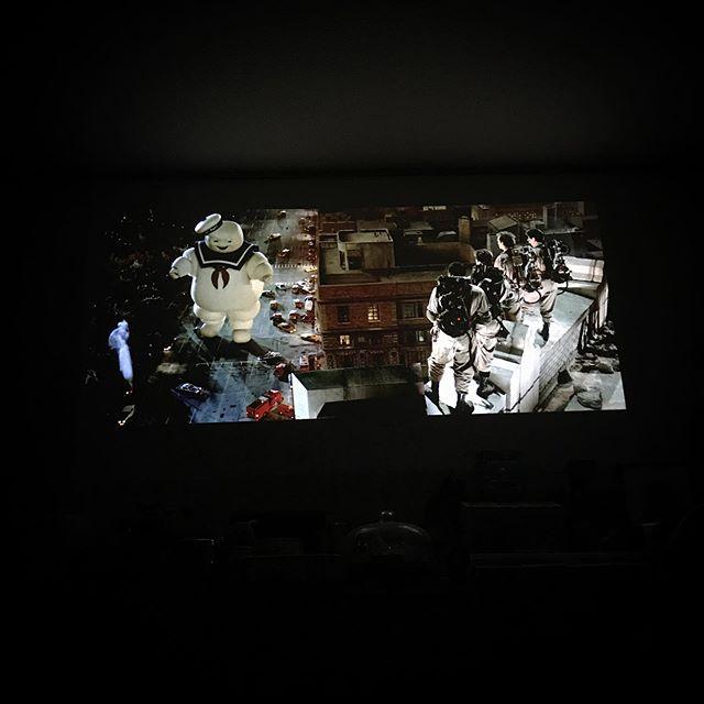 movie time🍿 連休中ゴーストバスターズ祭を開催。リブート版はアレだよね。3本立てで観るとなんつうかポリコレ以前にあの面子なのにギャグにキレがないっつ〜か。人としてのクズ味が足りない気がするのよね。ビル・マーレイってやっぱり凄いんだね。 #ghostbusters  #movie #cinema #film #comedy  #hometheater