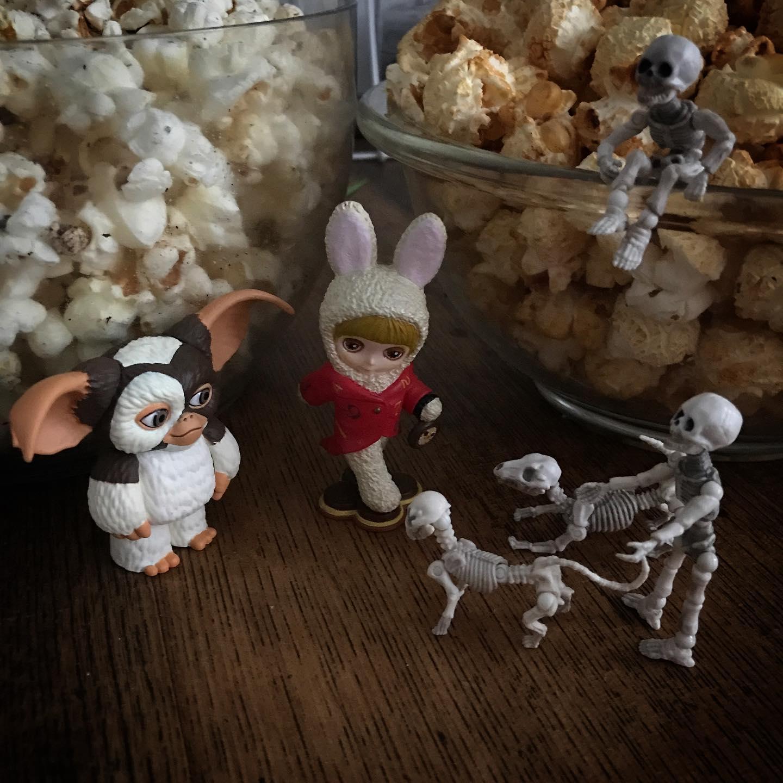 もしかしてキミはうさじい関係者?! #Popcorn #Gizmo #Mogwai #Gremlins #poseskeleton #skeleton #skeletondog #skeletoncat #usaji #Blythe #blythedoll #ギズモ #モグワイ #グレムリン #謎生物 #ポーズスケルトン #リーメント #うさじい #ブライス